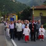 La processione per le vie del paese